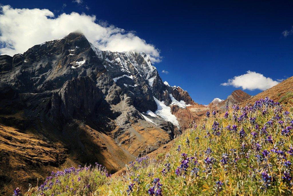 Alpine landscape in Cordiliera Huayhuash