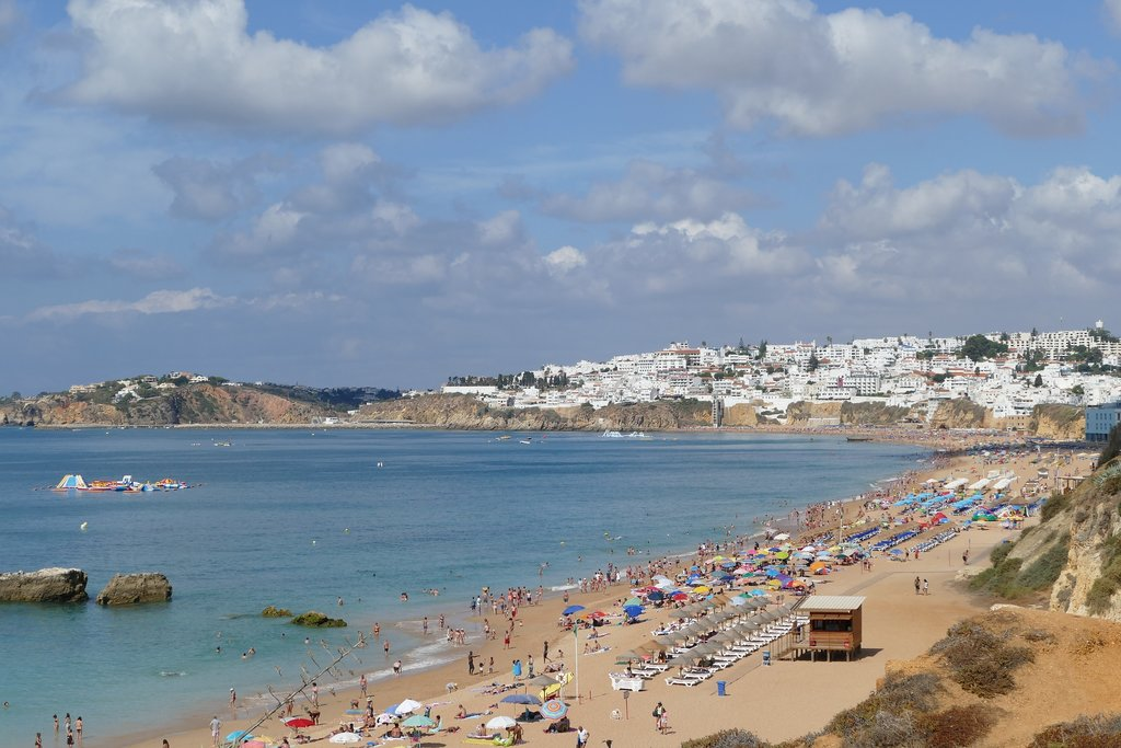Albufeira beach in Portugal's Algarve region (Photo courtesy of Pixabay)