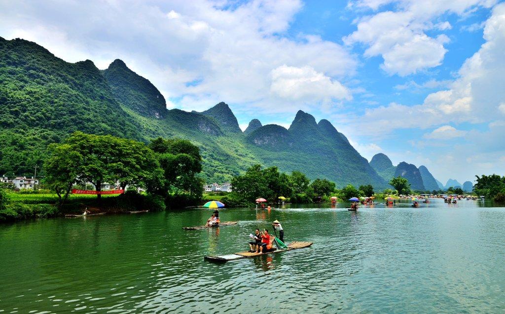 Cruise down the Li River