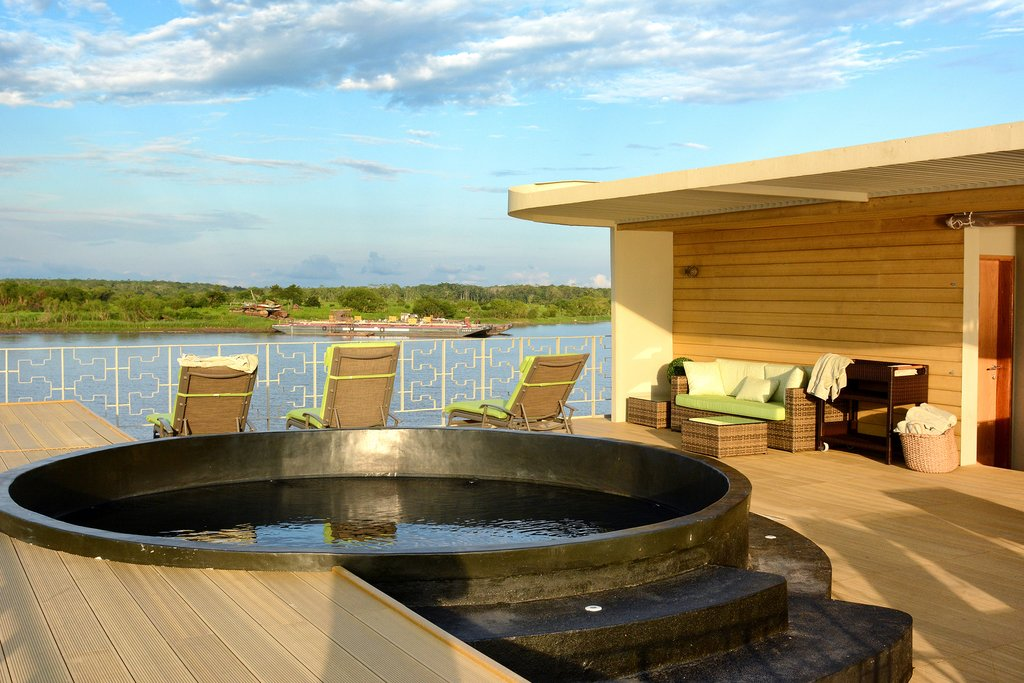 Many cruise ships even come with a plunge pool and sun loungers, enabling you to enjoy the Amazon in luxury