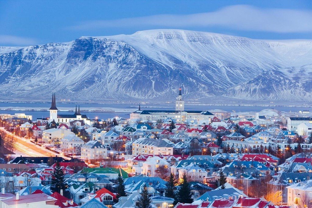 Enjoy a winter evening in Reykjavik