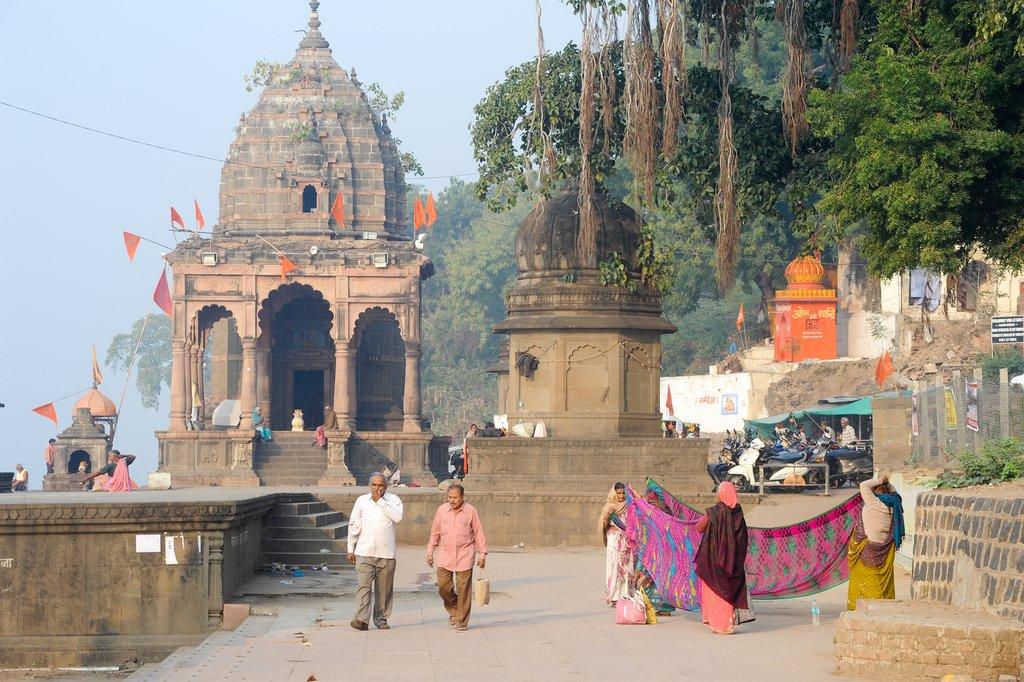 Explore the ghats of Maheshwar