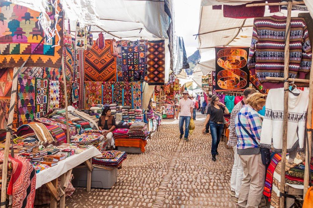 Wander Pisac's vast traditional market.