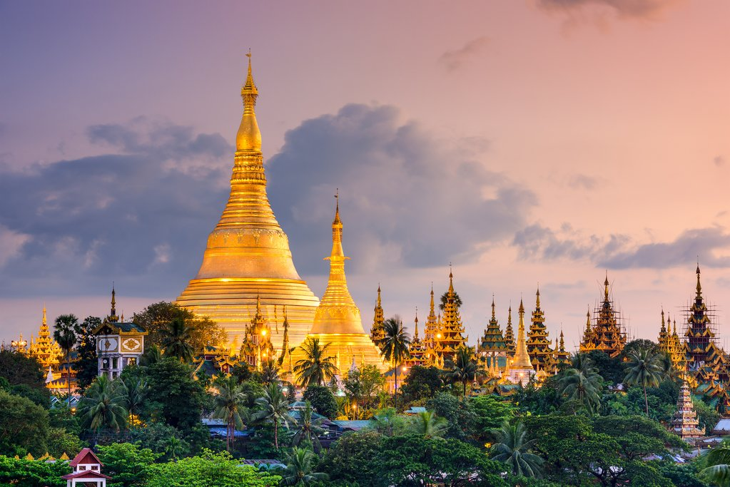 Shwedagon Pagoda in Yangon at dusk