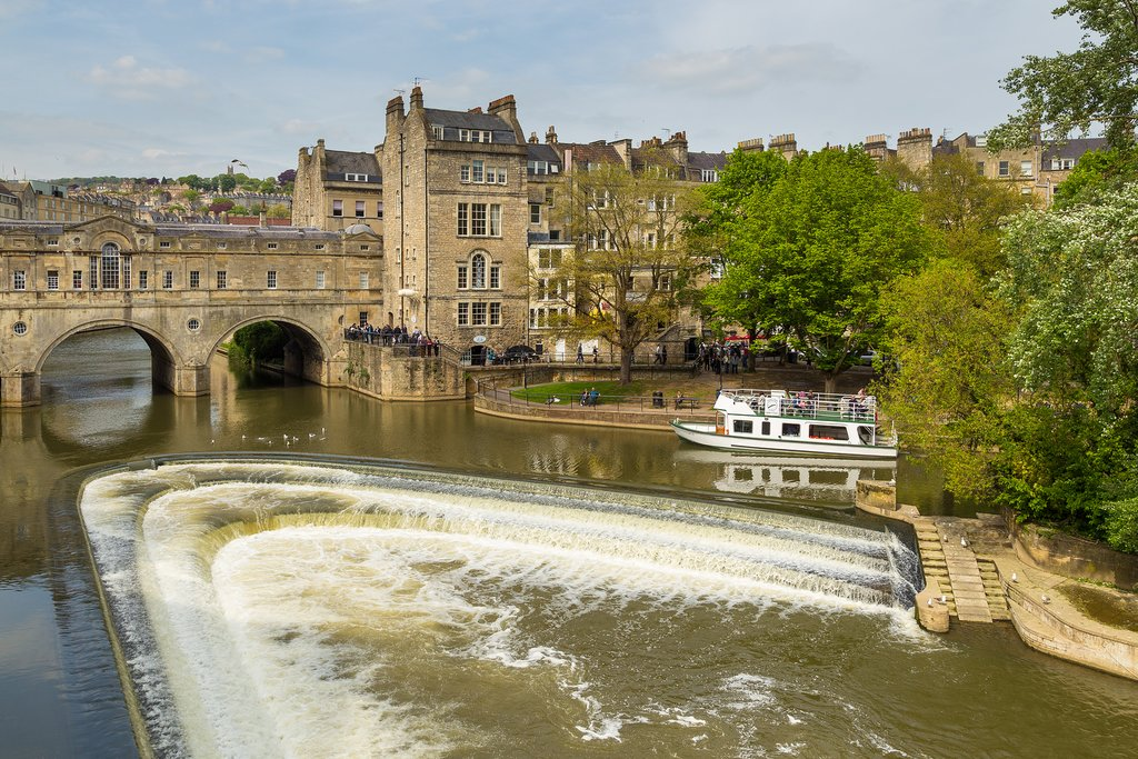 Pulteney Bridge and Weir on the River Avon, Somerset, England