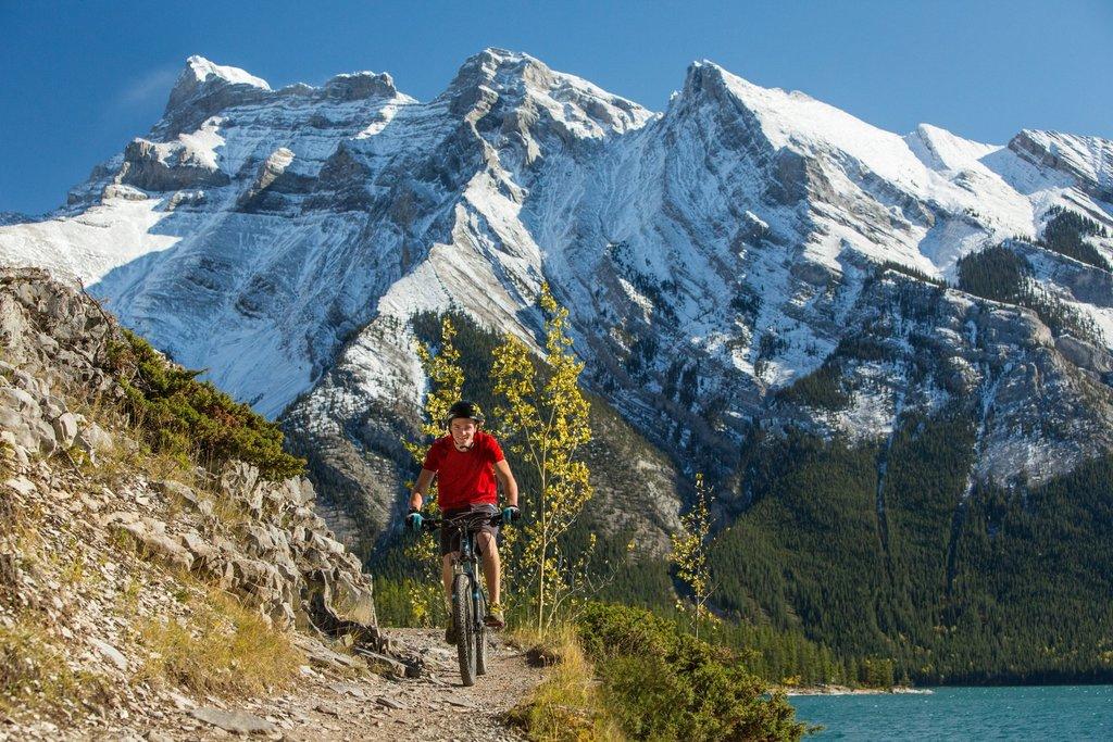Mountain biking near Lake Minnewanka (Paul Zizka)