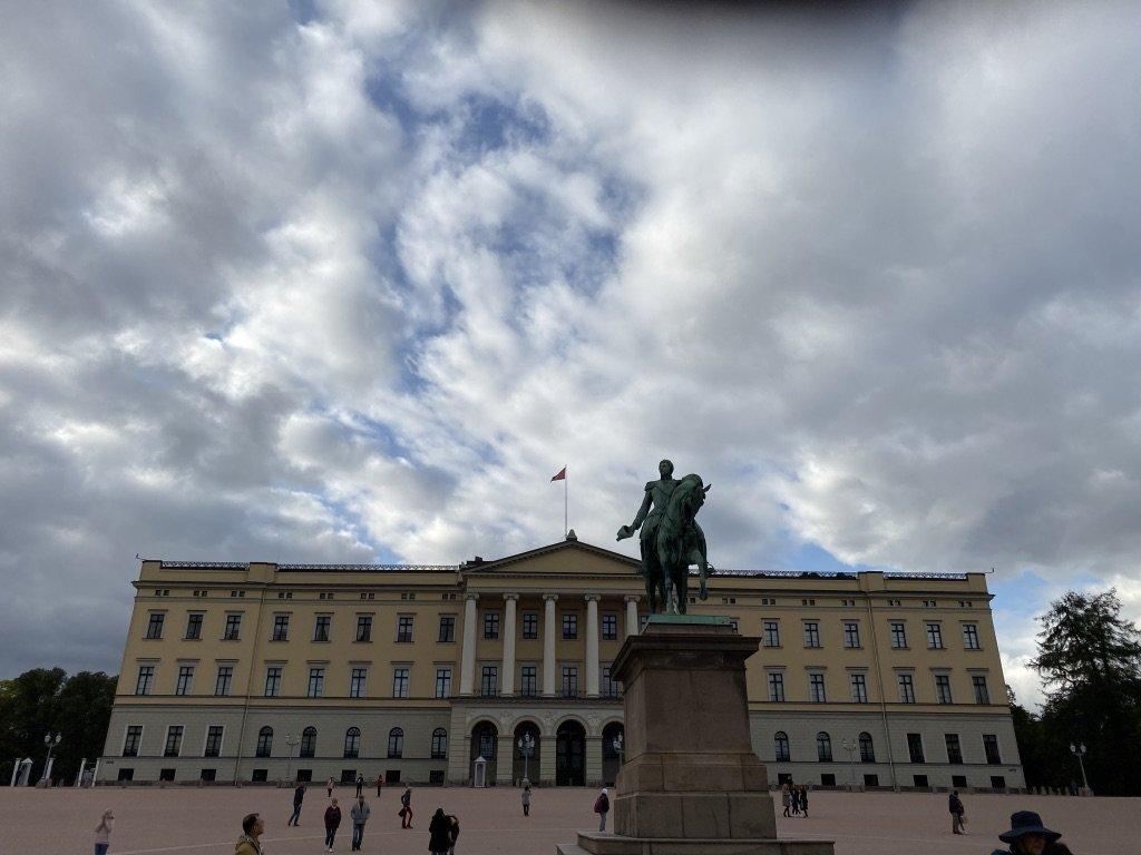 Oslo Palace | Photo taken by Robin W