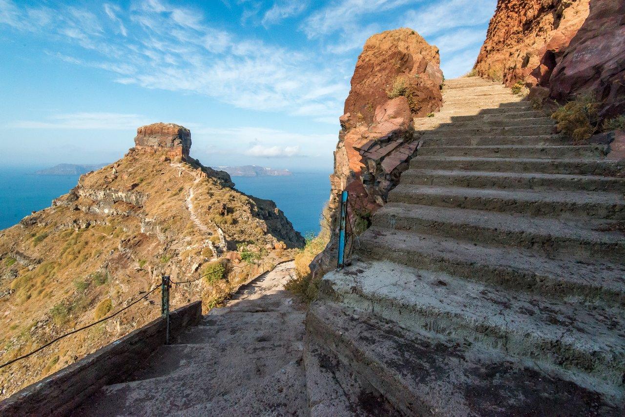 The path to Skaros Rock | Photo taken by David B