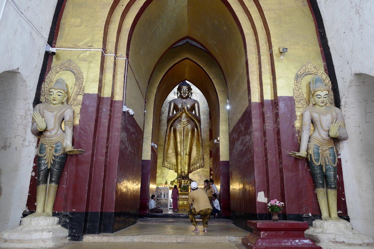 Beautiful interior of Tayok Pye Temple | Photo taken by Su-Lin T