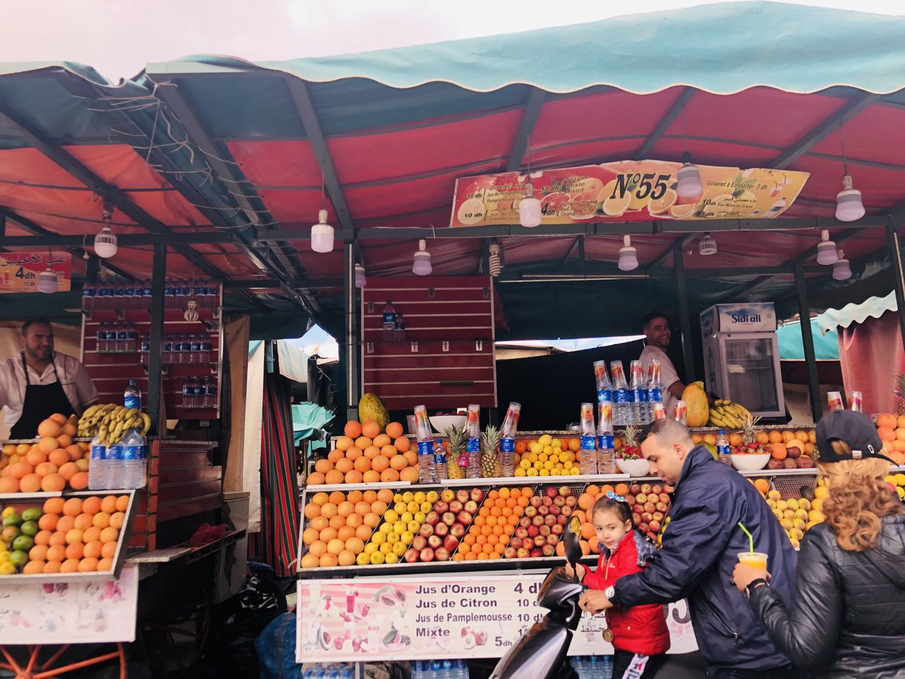 Juice stands in the square Jemaa el Fna    Photo taken by Filipinas C