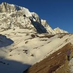 Hiking to Larka Pass at dawn | Photo taken by Susan G