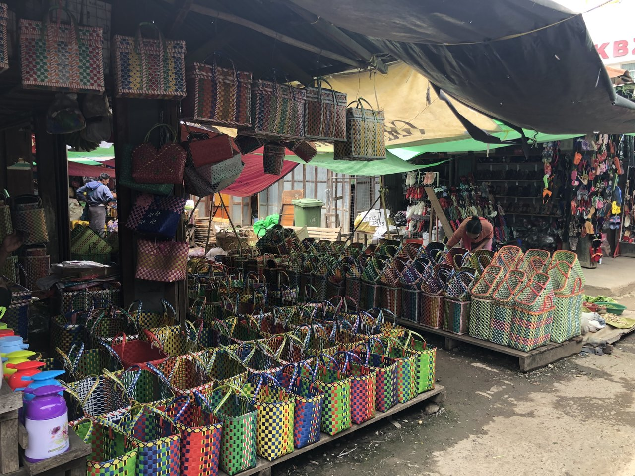Starting the day with a visit to the Mingalar market! | Photo taken by Su-Lin T