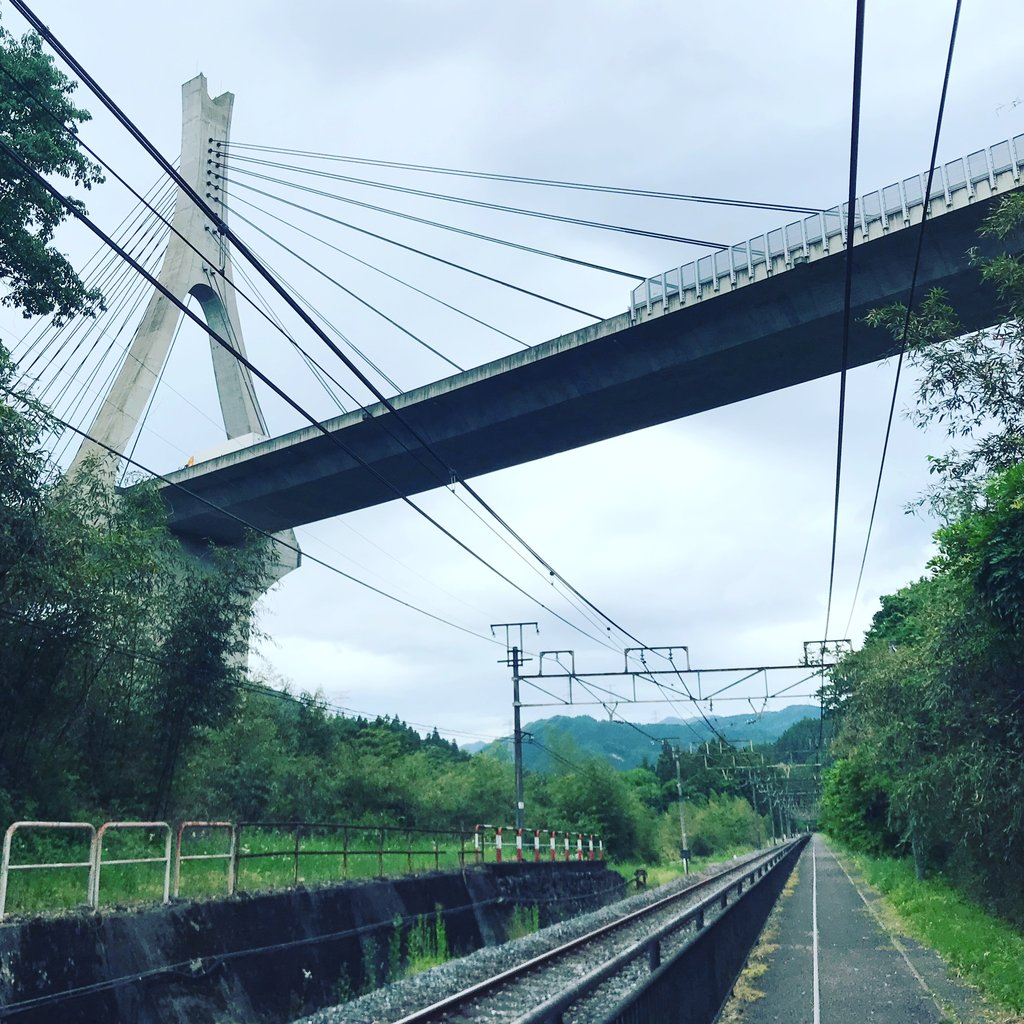 Suspension Bridge (carrying the Joshinetsu Expressway) above the tracks  | Photo taken by Pui san C