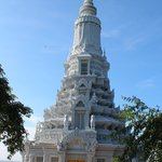 Udong's hilltop stupa | Photo taken by Bharat P