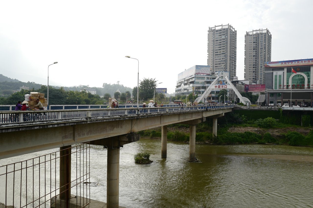 Visiting the border to China: Hekou - Lao Cai   Photo taken by Su-Lin T