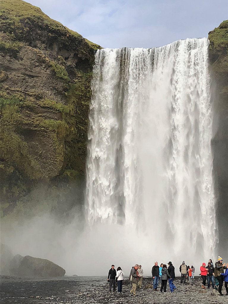 Seljalandsfoss waterfall | Photo taken by Laura D