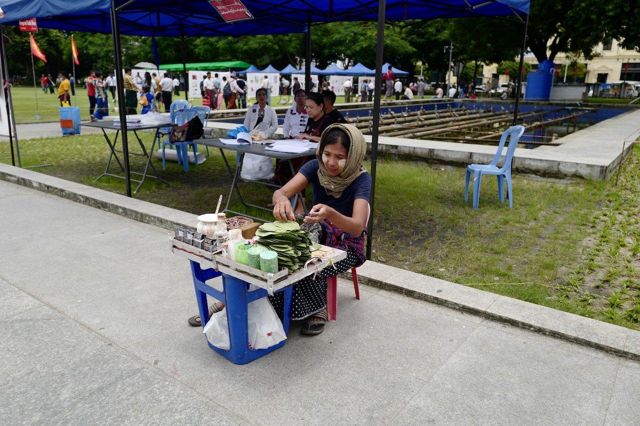 Betel Leaves snack at  Maha Bandula Park | Photo taken by Su-Lin T