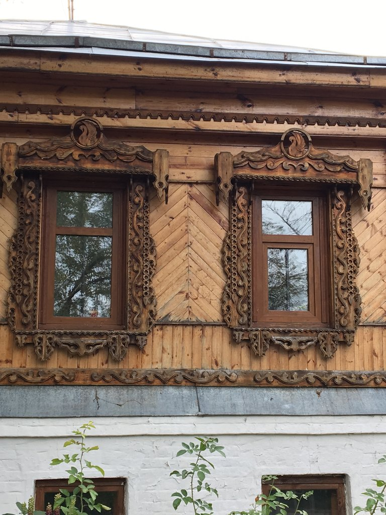 Beautiful window surrounds, Suzdal | Photo taken by Diane P