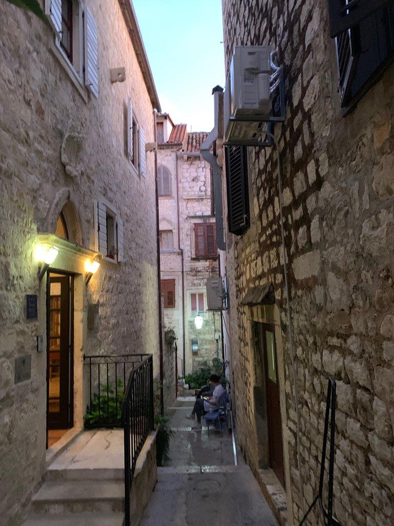 Alleyway in Hvar | Photo taken by Eva W