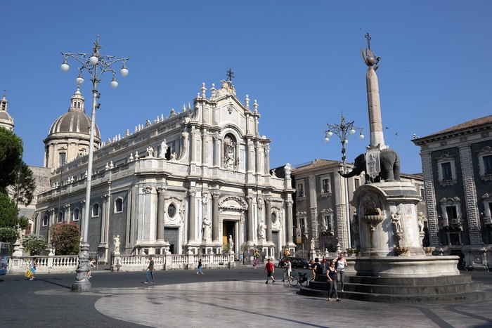 Visit Catania and move to Siracusa