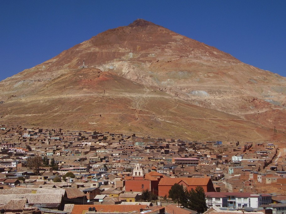View of the town of Uyuni