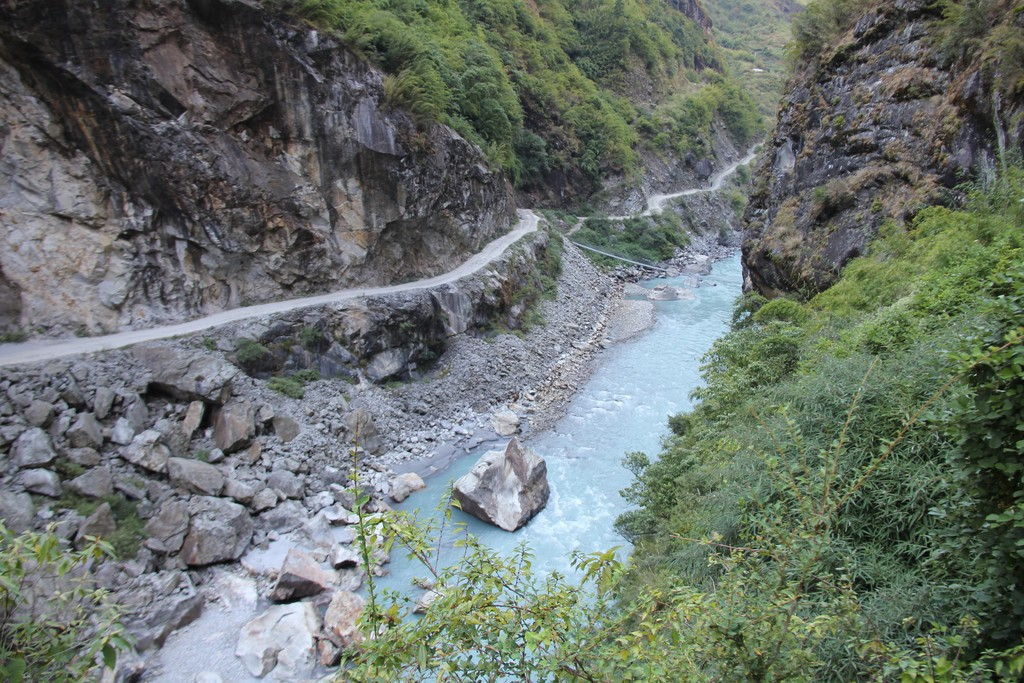 Road to Manang