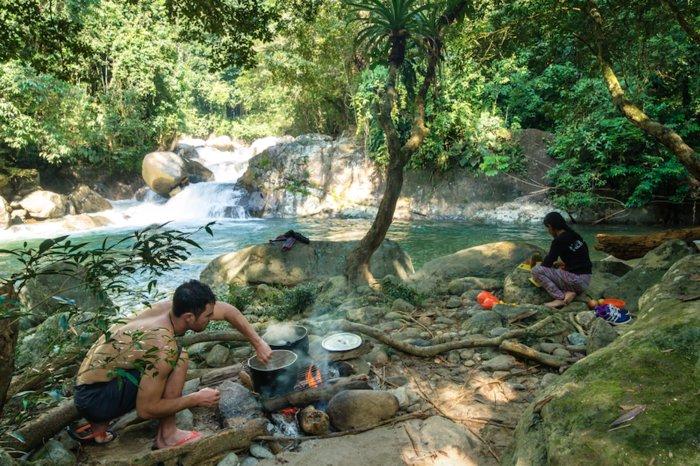 Riverside cooking at Río Samana