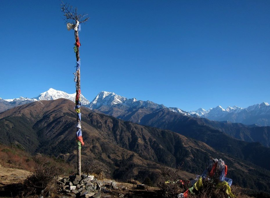 Prayer flags at the viewpoint from Pikey Peak