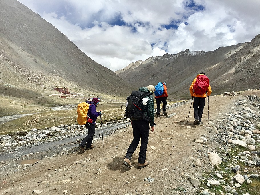starting point of hike around Mount Kailash