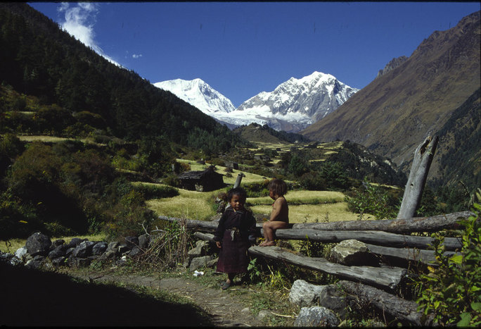 Heli to Philim (1570m), trek to Deng (1865m)