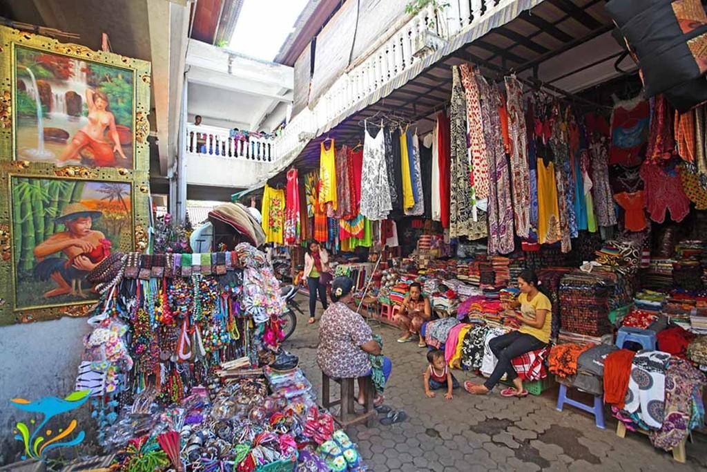 Lively Sukawati market