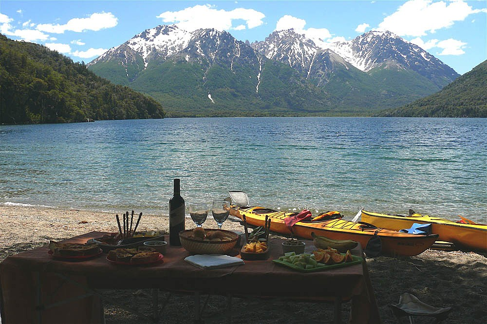 Enjoy lunch on the shore of Lago Mascardi