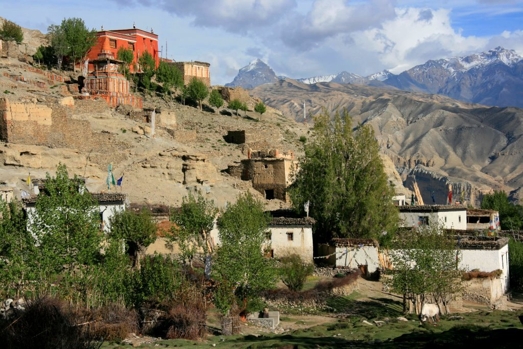 Giling village with the Gompa above