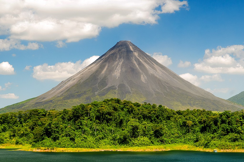 The majestic Arenal towers above the countryside near La Fortuna
