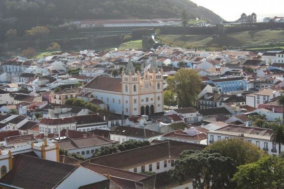 Guided tour around Terceira and departure to Pico island