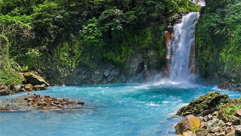 Hike to the Río Celeste waterfall