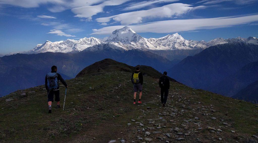 Trekkers below khopra danda lodge