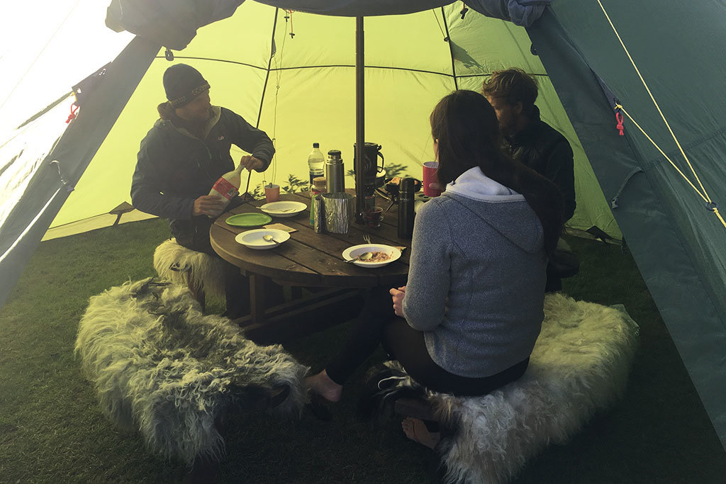 tent and breakfast