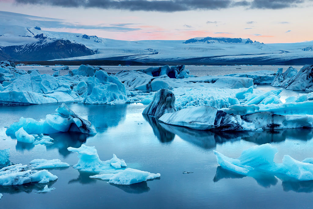 Jökulsárlón glacier lagoon by the coast
