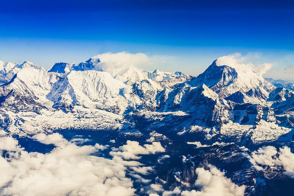 Mountain flight to Everest